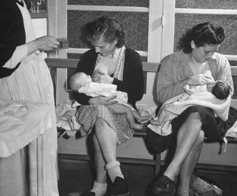 dojenje u javnosti je nekada bila prirodna pojava