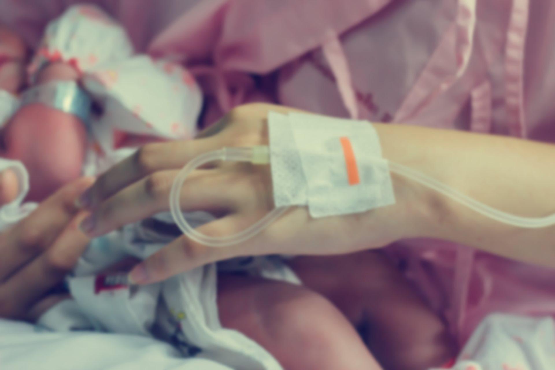 zena iz avganistana se porodila tokom evakuacije_439711771