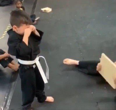 decak na treningu karatea