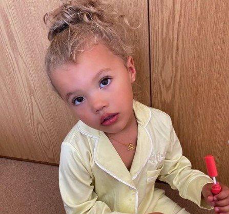 sa tri godine je postala modni influenser