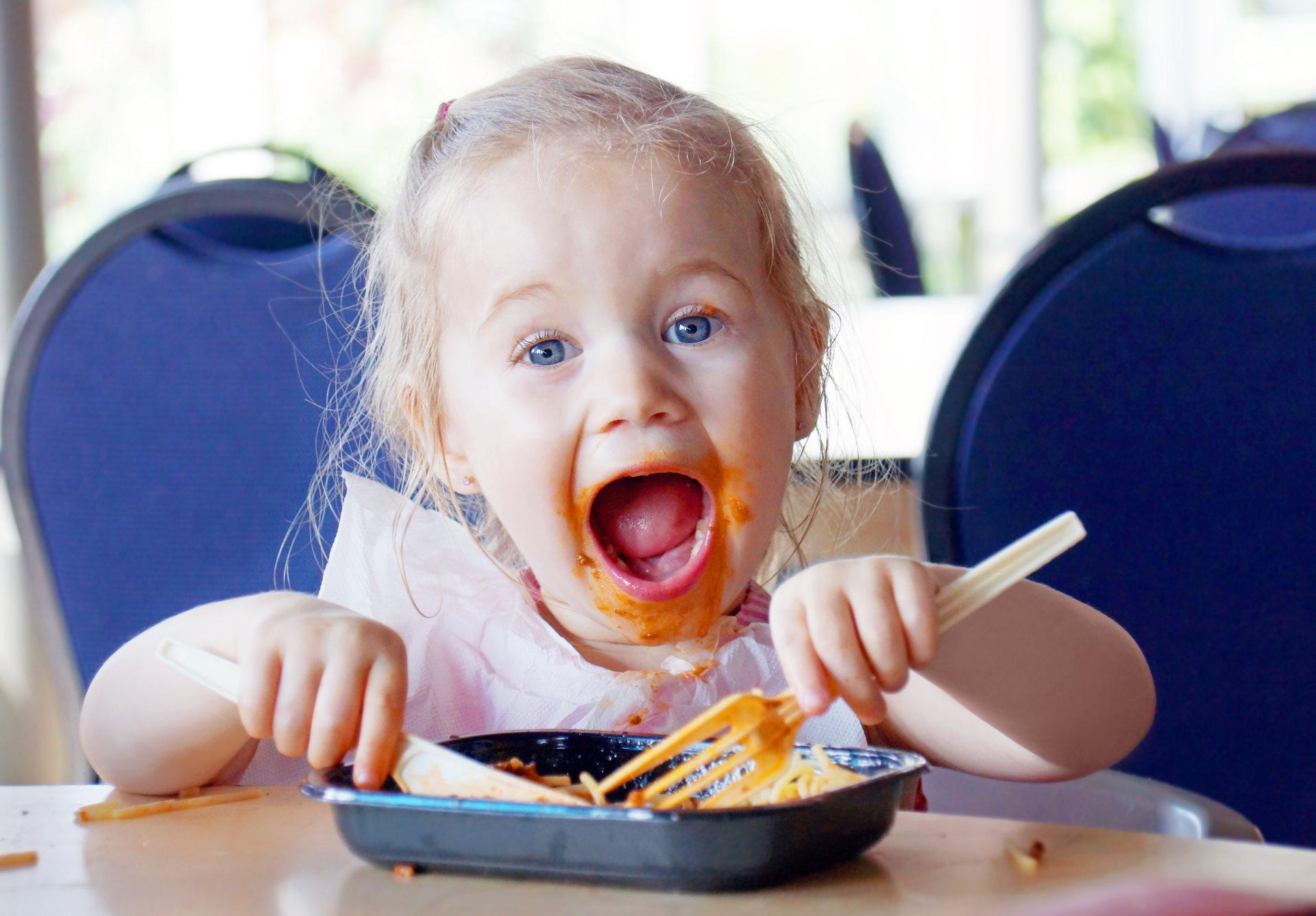 pustite decu da se igraju hranom_262622468