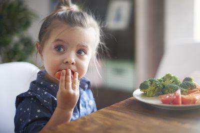 kako da sprecite gojaznost kod dece_278908013