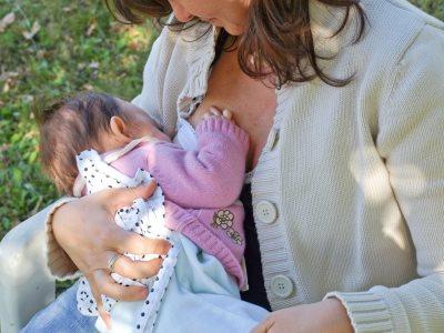 komsija se zalio sto doji bebu u dvoristu-0120956195